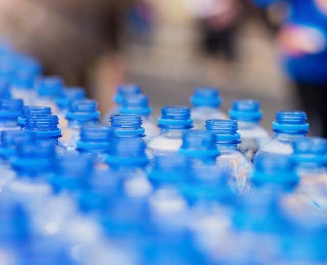 Bouteilles d'eau au ravitaillment