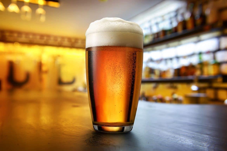 Pinte de bière blonde