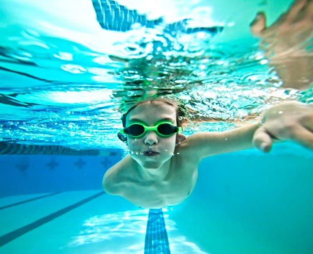 Jeune nageur à l'entrainement