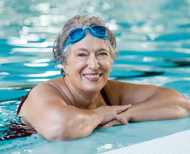 Nageuse senior menopausee