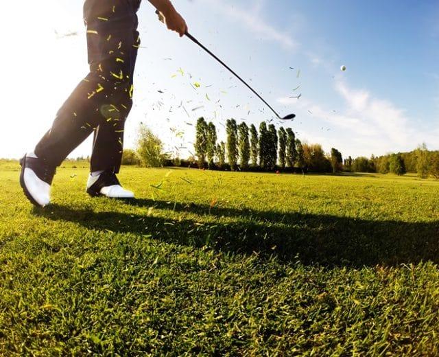 Golfeur sur un green